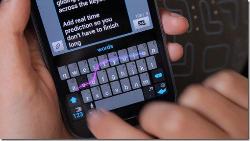 aparece un teclado usando la técnica de deslizamiento como método de escritura